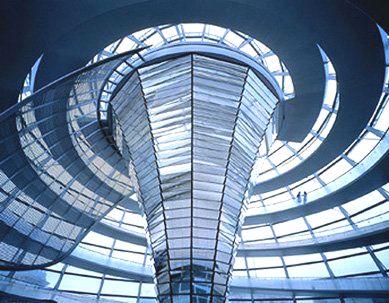 Il reichstag a berlino la ricostruzione di norman foster - Specchi riflettenti luce solare ...