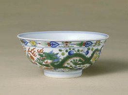 Bowl decorated with dragons and phoenix